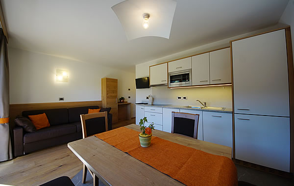 Appartamenti alta badia costadedoi a san cassiano dolomiti for Appartamenti moderni immagini